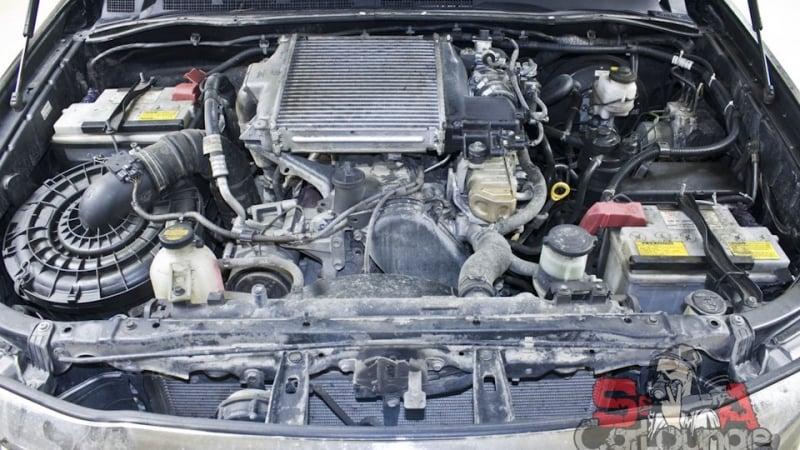 Безопасная мойка паром подкапотного пространства автомобиля Toyota Hilux. Использование диэлектриктрических составов и парогенератора Steam 3000