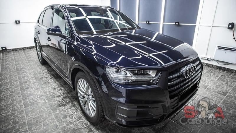 Комплексная работа с автомобилем Audi Q7. Нанесение защитного состава на колесные диски и покрытие фар полиуретановой пленкой. А также обработка защитными средствами салона авто.