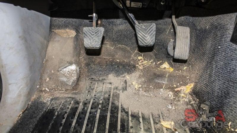Полная чистка салона автомобиля Mitsubishi L200. Работа парогенератором и фирменными биоразлагаемыми материалами. Обработка напольного покрытия, сидений и обивки салона