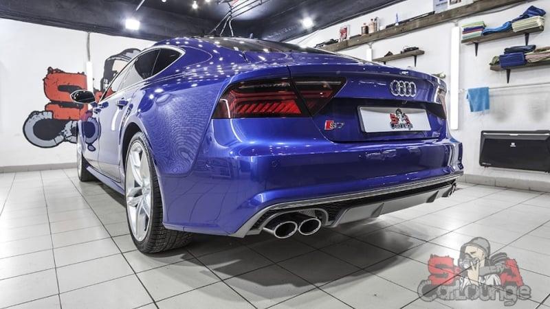 Оклейка специальной матовой пленкой всех хромированных деталей автомобиля Audi S7. Работа с ручками, молдингами и прочими деталями.