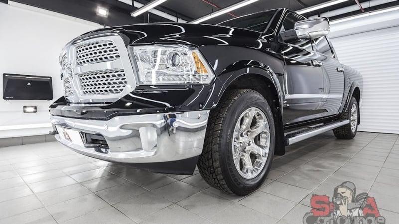 Работа с автомобилем Dodge Ram с пробегом 60 тыс. км. Восстановительные процедуры по кузову и последующая оклейка защитной пленкой
