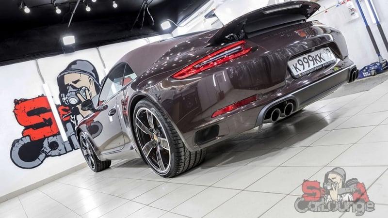 Оклейка кузова автомобиля Porsche 911 Carrera S Cabriolet полиуретановой пленкой SunTek PPF. Работа с бампером, порогами и оптикой авто