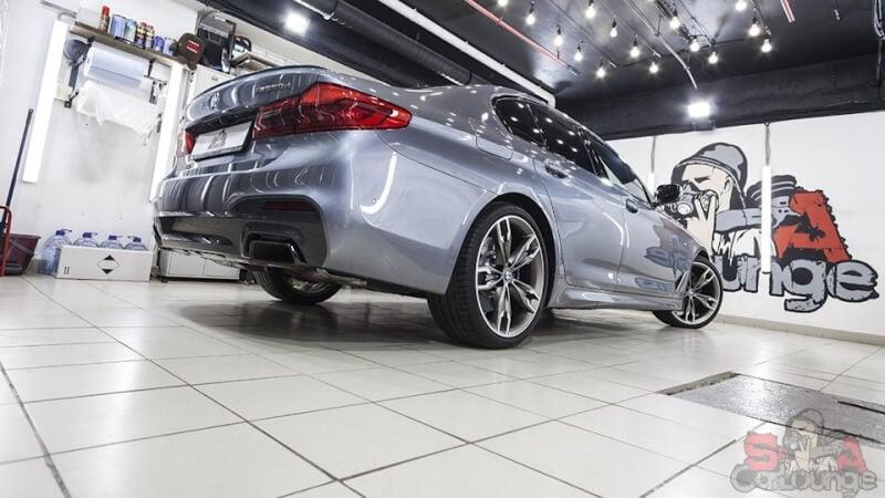Оклейка кузова нового автомобиля BMW5 G30 защитным материалом. Нанесение SunTek PPF Matte на матовые вставки. Использование LLumar PPF для остальных частей машины