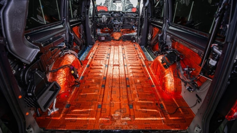 Установка шумоизоляции в автомобиле Mercedes-Benz V-Class. Салонная установка фирменного материала Шумоff.