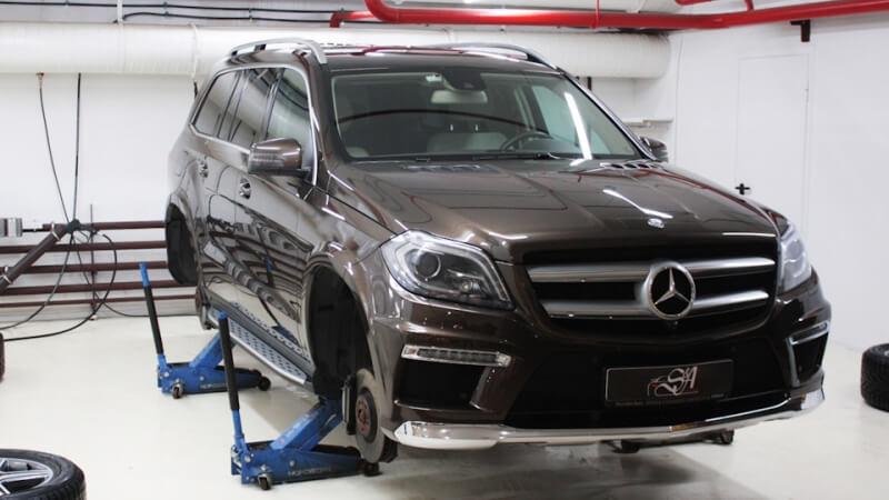 Химчистка пневмоподвески автомобиля Mercedes-Benz GL. Для мойки будут использованы специальные составы с финальной консервацией обрабатываемой поверхности