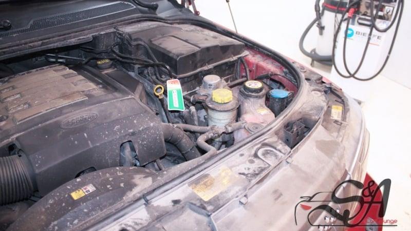Безопасная детейлинг мойка подкапотного пространства паром Range Rover Sport. Использование парогенератора и фирменного консерванта Motor Plast от Koch Chemie