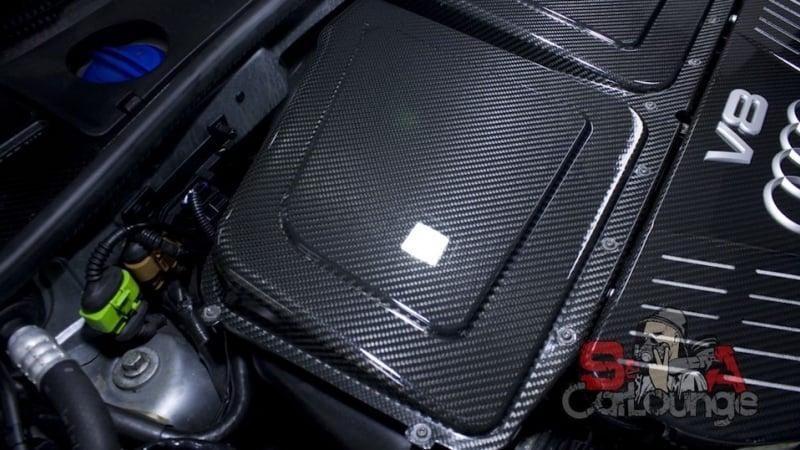 Чистка паром двигателя Audi RS6 с последующей полировкой подкапотного карбона. Защита керамикой