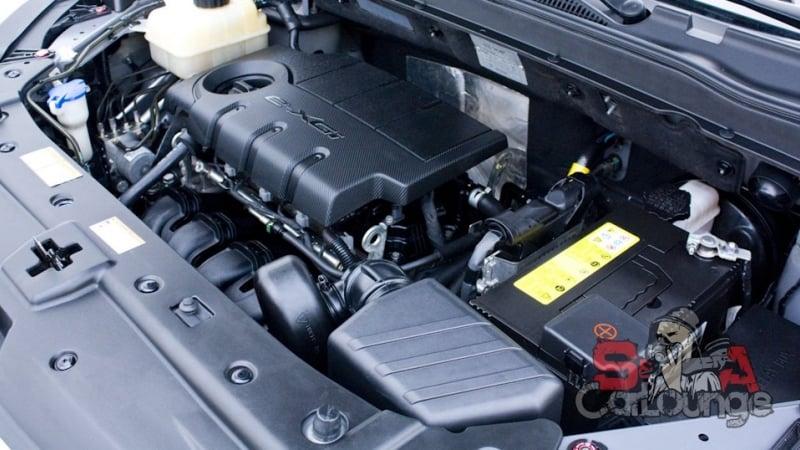 Мойка дизельного мотора при помощи пара и специальных составов. Использование кистей различных размеров и сжатого воздуха
