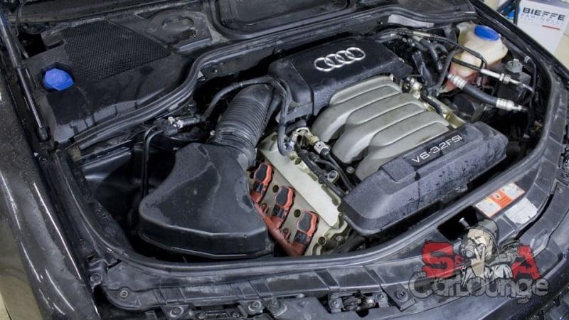 Чистка паром подкапотного пространства Audi A8. Использование парогенератора Steam 3000 щеток различных размеров и диэлектрического состава