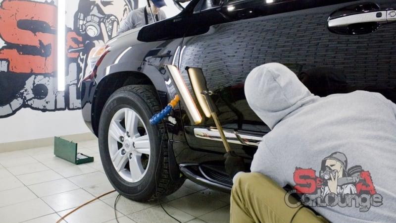 Ликвидация глубоких вмятин кузова автомобиля Toyota Land Cruiser 200 без дополнительной покраски. Применение технологии PDR