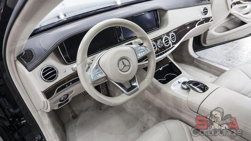 Работа со светлым интерьером автомобиля Mercedes-Benz S-klasse W222. Детальная чистка кожаных сидений, швов, подлокотников и прочих деталей салона