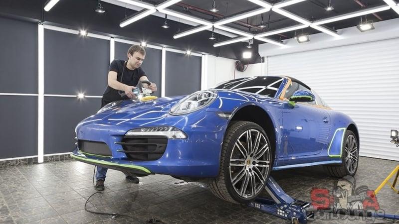 Подготовительные работы перед сезоном кабриолета Porsche 911 Targa. Чистка салона, защита фар, полировка и зачистка кузова авто. Финальное защитное покрытие керамикой
