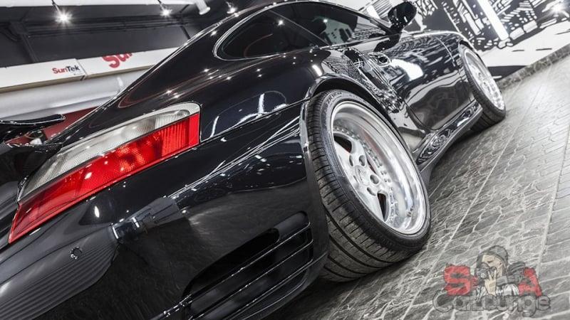 Работа с автомобилем Porsche модель 911 в кузове 996. Восстановительная полировка, работа с дисками, покрытие керамикой в три слоя. Комплексная уборка салона материалами Koch
