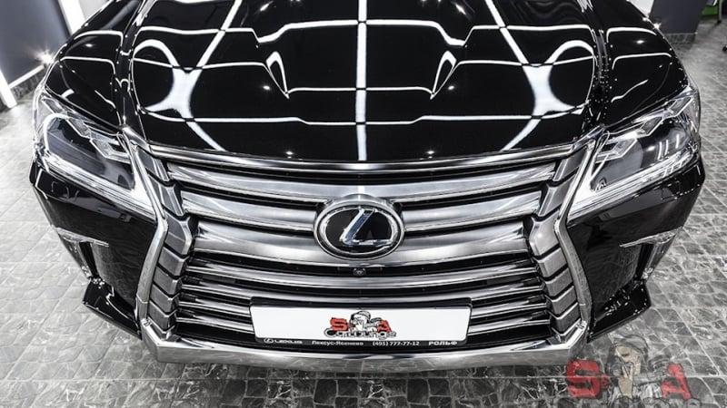 Кузовные работы автомобиля Lexus LX 570. Оклейка защитной пленкой корпуса, полировочные мероприятия и финальное нанесение керамики