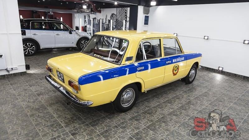 Работа с автомобилем Жигули ВАЗ-2101. Декорирование синей лентой и наклейками. Покрытие кузова воском с последующей полировкой