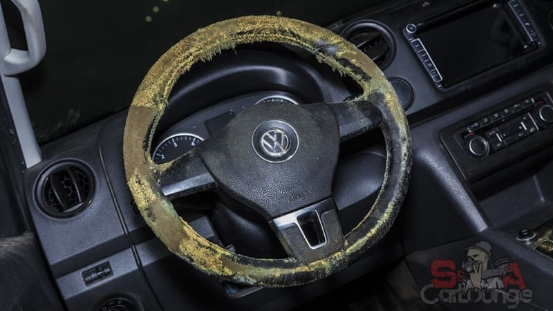Работа с загрязненным салоном авто Volkswagen Amarok. Капитальная чистка внутреннего пространства сидений, обивки, пола и руля. Озонация и избавление от плесени