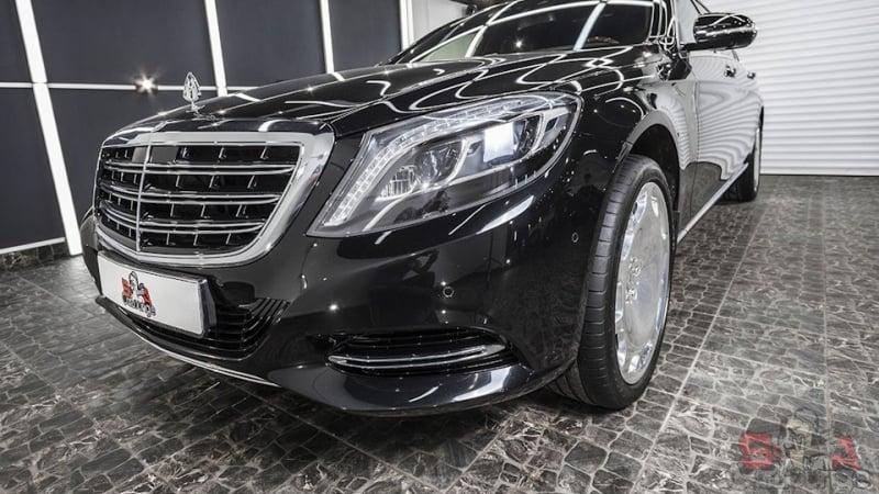 Работа с автомобилем Mercedes-Benz W222 Maybach . Использование сложной технологии с ламинированием, нанесение специальной пленки на хромирование детали. Покрытие молдингов спец пленкой