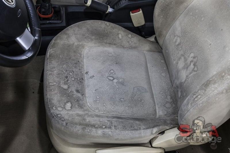 пятна на сидении водителя