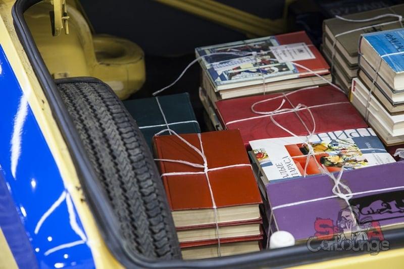 книги в машине